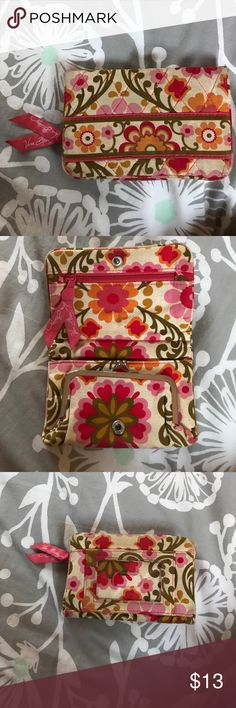 Vera Bradley Wallet Cute floral wallet from Vera Bradley. Gently used. Perfect starter wallet for young girls! Vera Bradley Bags Wallets