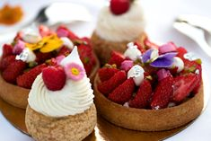 Summer at Beau-Rivage Palace Hotel Beau Rivage, Palace, Cheesecake, Desserts, Blog, Raspberry Cupcakes, Raspberries, Summer, Simple