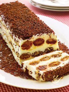 The Tronchetto al caffè is an elegant and refined semifreddo made entirely of coffee, very Italian and irresistible, to be enjoyed . Italian Cake, Italian Desserts, Italian Recipes, Food Cakes, Sweet Recipes, Cake Recipes, Tiramisu, Latte Art, Sweet Cakes