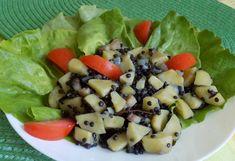 Dušené brambory s černou čočkou Fruit Salad, Food, Fruit Salads, Meals