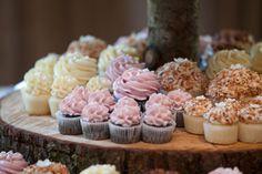 #cupcakes #weddingcupcakes #weddingcakes #buttercreamcupcakes #coconutcupcakes #customcupcakes