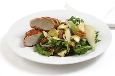 Warm Chicken & Pear Salad - it tastes as good as it looks! Easy Salad Recipes, Healthy Recipes, Warm Chicken Salad, Blue Cheese Salad, Pear Salad, Healthy Eating, Healthy Food, Summer Salads, Vegetable Dishes
