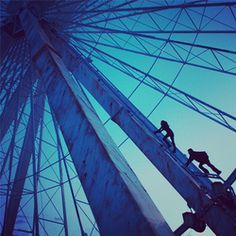 Ferris Wheel scene from the Divergent movie with Four and Tris climbing the ferris wheel! I love this part of the book!
