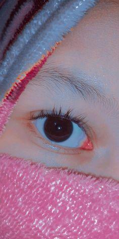 Aesthetic Eyes, Aesthetic Girl, Girl Photo Poses, Girl Photos, Cute Girl Pic, Cute Girls, Girl Hiding Face, Couple Goals Teenagers, Anime Neko