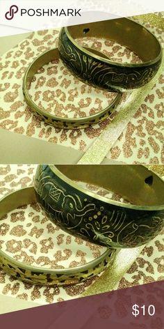 $10/OBO Gold/Black Animal Bangle Bracelet Set EUC. Worn Once. Accessories