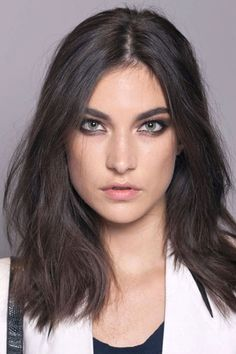 The Bold and Beautiful Brows at Versace - Best Spring 2013 Fashion Week Makeup Looks. Love, love, love the look of thick brows! Runway Makeup, Beauty Makeup, Hair Makeup, Hair Beauty, Eye Makeup, Makeup Trends, Beauty Trends, Beauty Hacks, Beauty Guide
