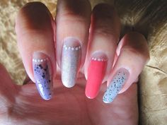 My natural summernails with white dots.www.funkyandfifty.blogspot.com