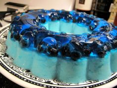 This blueberry jello mold with blueberries and vanilla frozen yogurt was a hit with the kids a pool party (and a nice compliment to the pool itself). 3 ounce) packages of blueberry flavored gela… Jello Deserts, Köstliche Desserts, Delicious Desserts, Yummy Recipes, Blue Jello, Rainbow Jello, Gelatina Jello, Jello Cake, Fancy Desserts