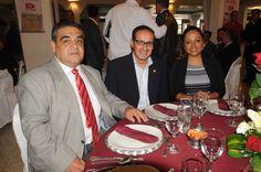 En el festejo del 65 aniversario: Lic. Ramón Medellín y más invitados.