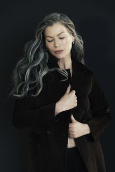 I Have Been Here Before – By Carre Otis — Jejune Magazine Hair inspiration – Hair Models-Hair Styles Grey Hair Inspiration, Transition To Gray Hair, Long Gray Hair, Transitioning Hairstyles, Ageless Beauty, Going Gray, Silver Hair, Ombre Hair, Dyed Hair