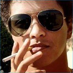 Celebrities Who Smoke E Cigs: Hollywood Loves To Vape - Bruno Mars