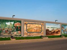 45 murals on the floodwalls of Paducah Ky.  They were painted by Robert Dafford and fellow muralists from Lafayette LA.