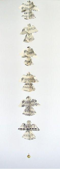 Christmas decoration Angelo Danzante – Paper Angel Garland