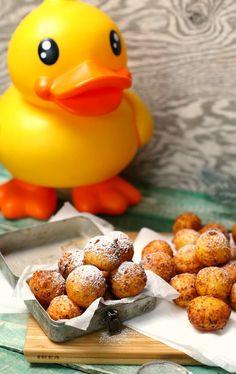 Szuperfinom túrófánk | Street Kitchen Rubber Duck, Cake Cookies, Nutella, Cake Recipes, Food And Drink, Keto, Sweets, Breakfast, Kitchen