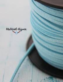 Bleu turquoise pour ce cordon lacet suédine vendu au mètre sur la boutique materiel-bijoux.fr