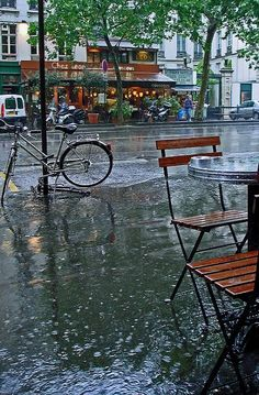 Paris in the rain.. France | Flickr - Photo by ClydeHouse