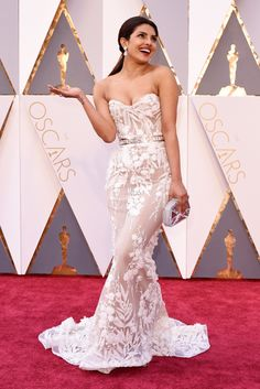 Priyanka Chopra wears Zuhair Murad on the Oscars 2016 Red Carpet
