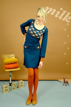 "KLEID ""SNAIL ON SPEED"" MIT PASSE IN BLAU"