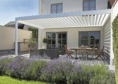 idée de design contemporain de terrasse avec pergola