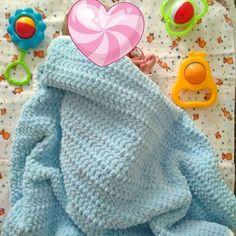 """309 отметок «Нравится», 3 комментариев — КОВРЫ ◾ ТАПКИ ◾ СУМКИ (@lizzy.knitting) в Instagram: «Ничто так не греет, как фото-отзыв💞 Еще и с таким милым сокровищем🐣 . """"Пледик просто супер! 🤗 Он…»"""