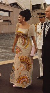 Imelda Marcos has the most intricate Filipiniana dress Philippines Dress, Philippines Fashion, Philippines Culture, Philippines People, Modern Filipiniana Gown, Filipiniana Wedding, Filipino Fashion, Formal Wear Women, Traditional Dresses