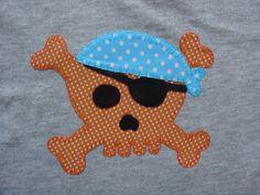 Calavera pirata en naranja y azul
