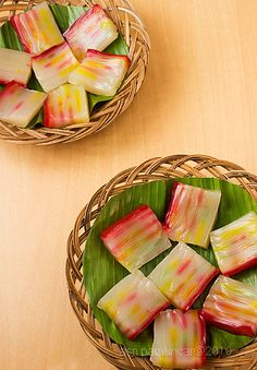 Food and Story: Kue lapis sagu ( kue pepe ) Indonesian Desserts, Indonesian Cuisine, Asian Desserts, Sweet Desserts, Asian Recipes, Zone Recipes, Snack Recipes, Snacks, Delicious Recipes