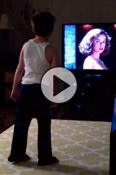 Charlie vs Swayze: Watch this kid bust a move to the movie 'Dirty Dancing'. This kid is having the time of his life reenacting a famous dirty dancing scene. Cute Gif, Funny Cute, The Funny, Hilarious, Zumba, Whatsapp Videos, Bust A Move, Dance Music Videos, Images Gif