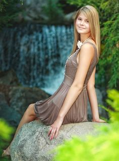 Dow Gardens senior portrait - courtesy of: Burger Photography