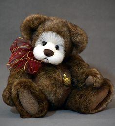 Harley Bear - 13 inches of Alpaca and Synthetic fur. www.vickylougher.com #artistbear #artistbears #teddybear #teddy #handmade