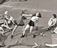 Women boxing on a roof, ¿1938?