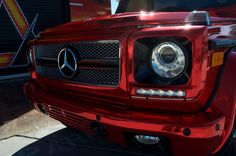 Mercedes Benz G Wagon - Factory White ---- Red Chrome Black Chrome: Roof & Side Mirrors Gloss Black: Tire Cover & Interior Headlights Matte Black: Hinges, Front Trim, Window Trim & Interior Trim Vinyl Window Trim, Vinyl Wrap Car, Automotive Shops, Interior Trim, Interior Design, Benz G, Racing Stripes, Auto Service, G Wagon