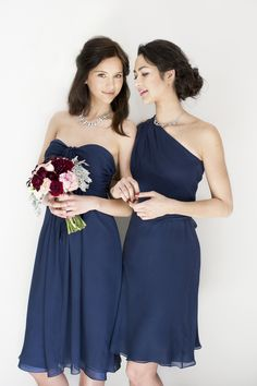 Perfect for a Fall wedding | Rent these designer bridesmaid dresses on vowtobechic.com | Joanna August silk chiffon Claire & Erica in navy | Photography @modernromance | @joannaaugust @kimmbirkicht