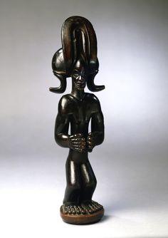 Chokwe Standing Figure mwanangana Chokwe peoples, Angola Wood Height: 38 cm