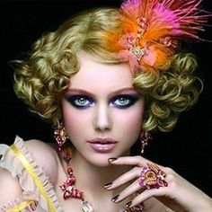 Burlesque / Controlled curls / Beautiful with the hair accessory