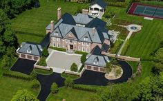 Even in a place like Greenwich, Connecticut, there are certain homes that stand out. 547 Lake Avenue is just such a home. Luxury Cars, Luxury Homes, Luxury Mansions, Colonial Mansion, Rich Home, Old Money, Georgian Homes, Mansions For Sale, My Dream Home