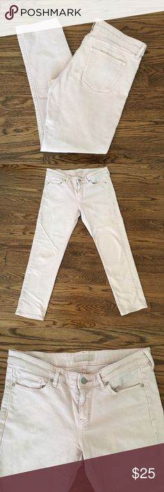 """Uniqlo pink denim jeans Uniqlo light pink denim jeans. Waist size 28"""". 26"""" inseam. Stretch in fabric. Great condition Uniqlo Jeans Ankle & Cropped"""