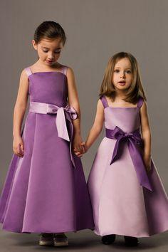Perfect A-line satin sleeveless flower girl dress Penser faire 2 tons de vert different.
