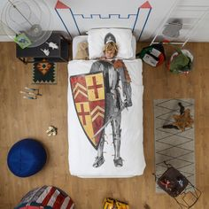 Let your child have a good night's sleep dressed like a knight on this Knight Duvet Set by Snurk. This printed duvet and pillow set is here to give your li Duvet Bedding Sets, Linen Bedding, Bed Linens, Bed Covers, Duvet Cover Sets, Creative Beds, Bed Cover Design, Design3000, Single Duvet Cover