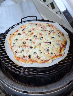Pizza cooking set up Big Green Egg