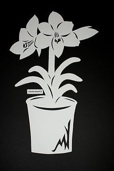 Fensterbild, AMARYLLIS im Topf, XL,Tonkarton,filigranes,Frühling,Ostern Wooden Crafts, Diy And Crafts, Amaryllis, Kirigami, Pop Up Cards, Pin Collection, Paper Cutting, Quilling, How To Find Out