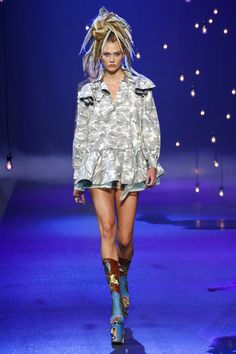 Marc Jacobs | Ready-to-Wear Spring 2017 | Look 31 on Karlie Kloss