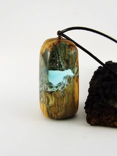 https://www.etsy.com/es/listing/458409968/resin-necklace-resin-wood-resin-jewelry?ref=shop_home_active_37 Resina y madera, madera y resina, resin wood, resin jewelry, olivo, hecho a mano, ecologico,