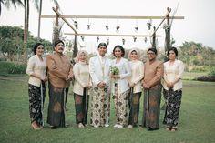 Pernikahan Bertema Rustic di Hyatt Regency Yogyakarta - bersama keluarga inti
