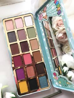 Too Faced Clover Eyeshadow Palette Swatches Too Faced Eyeshadow, Too Faced Lipstick, Eyeshadow Dupes, Too Faced Makeup, Pink Eyeshadow, Makeup Brands, Best Makeup Products, Beauty Products, Too Faced Cosmetics