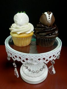 Bride and groom cupcakes with strawberries #yum http://www.exposinthecity.com/