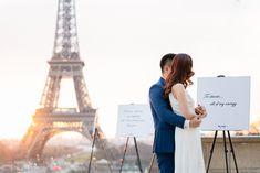 Paris surprise proposal: the most incredible Eiffel Tower proposal ever! Romantic Paris, Most Romantic, Best Places To Propose, Paris Couple, Romantic Proposal, Surprise Proposal, Small Bouquet, Paris Eiffel Tower, Marriage Proposals