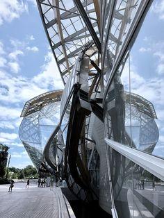 Fondation Louis Vuitton in Paris designed by the architect Frank Gehry https://www.instagram.com/_nancy0_0/