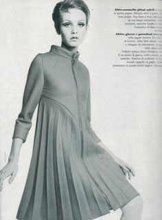 Twiggy in dress by Pierre Cardin Photo by Bert Stern 1967 Vogue Italia, April I think this would look great as a coat 60s And 70s Fashion, Retro Fashion, Vintage Fashion, Pierre Cardin, Twiggy Model, Twiggy Style, French Fashion Designers, Student Fashion, Unisex Fashion