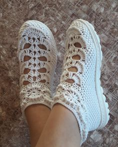Crochet Boot Socks, Crochet Slippers, Knitting Socks, Moda Emo, Free Pattern, Handmade, Crafts, Adidas, Fashion